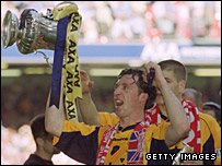 Robbie Fowler celebrates Liverpool's 2001 FA Cup win