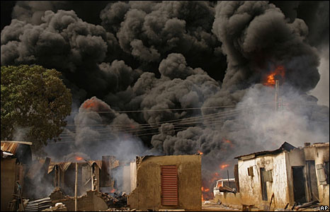 Smoke from the pipeline explosion in a residential area of Lagos, Nigeria  (15 May 2008)