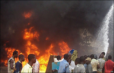 People spray water on the fire, Lagos, Nigeria (15 May 2008)