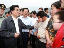 President Hu Jintao meets earthquake victims in Beichuan County