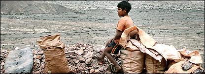 Niño peruano en zona minera