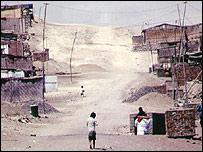 Zona pobre en las afueras de Lima