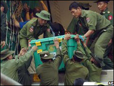 Burmese soldiers unload boxes donated by relief charity Shelterbox at Rangoon airport (16 May 2008)