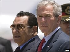 Hosni Mubarak (l) and George Bush in Sharm el-Sheikh (17 May 2008)