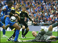 Peter Enckelman looks on in vain as Kanu's winner goes past him in Wembley