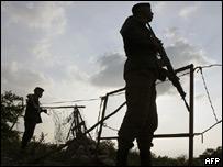 Imagen de archivo de soldados venezolanos vigilando la frontera con Colombia