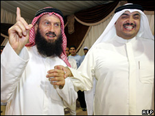 Islamist leader Khaled Bin Issa al-Sultan (l) celebrates with Mohammed al-Mutair after the result (18 May 2008)
