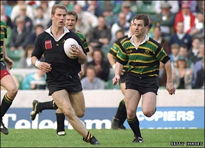 Lawrence Dallaglio on the charge in the 1990 Middlesex Sevens at Twickenham