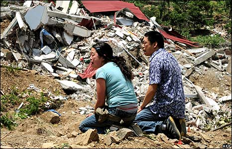 Couple praying for daughter in Beichuan 18/5/08