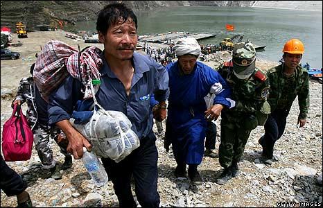 Survivors from Yingxiu arrive at Zipingu dock 18/5/08