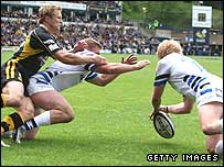 Alex Crockett (right) pounces on Josh Lewsey's fumble to give Bath the lead