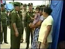 Burmese General Than Shwe visits cyclone survivors 18/05/08