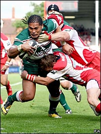Alesana Tuilagi carries two Gloucester tacklers over the line as he scores on Sunday