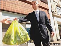 http://newsimg.bbc.co.uk/media/images/44667000/jpg/_44667749_ms_bags_getty_203b.jpg