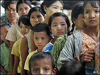 Víctimas del ciclón Nargis esperan ayuda, AP