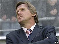 El entrenador del Real Madrid, Bernd Schuster