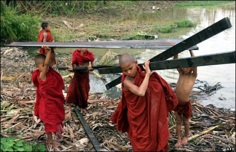Buddhist novices collect debris in Kyout Tan, 18 May 2008