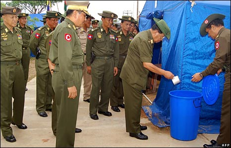 Burma's military leader General Than Shwe at a camp for cyclone victims on the outskirts of Rangoon, 18 May 2008