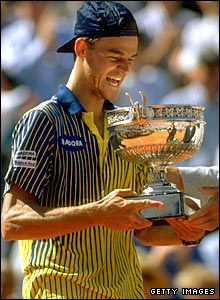 Gustavo Kuerten with the French Open trophy in 1997