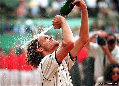 Gustavo Kuerten celebrates winning the 2000 French Open
