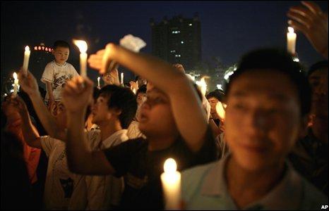 Candlelit vigil in Chengdu