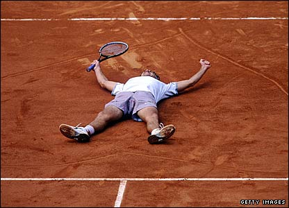 Gustavo Kuerten after winning the 2001 French Open