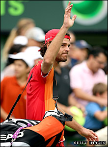 Gustavo Kuerten waves to the crowd in Miami