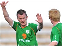 Glenn Whelan celebrates his goal at the Estadio Municipal