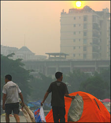 Tents of residents who slept outdoors to avoid any aftershocks in Deyang on 20 May 2008