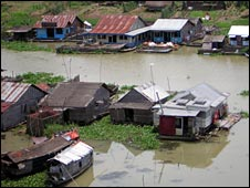 Floating houses in Preak Toal