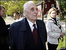 Arnold Meri arrives in the town of Kardla, Hiiumaa Island, for his trial on 20 May