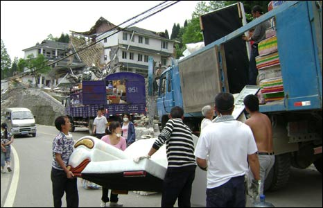People  near Yinchangguo loading up belongings before leaving