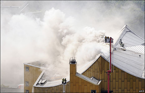 Firefighters on the roof of the Berlin Philharmonic building, 20 May 2008