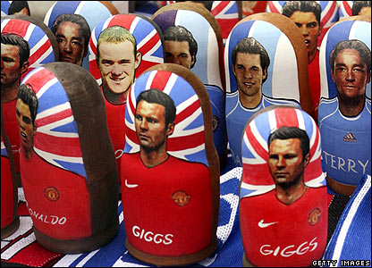 Players from both Chelsea and Manchester United are shown on traditional Russian dolls