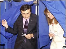 Georgian President Mikhail Saakashvili votes 21/05/08