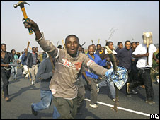 Mob running with weapons in Johannesburg
