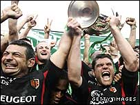Toulouse captain Fabien Pelous holds the Heineken Cup aloft in 2005