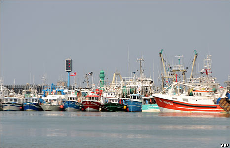 Fishermen block the port of Boulogne-sur-mer, northern France, 21 May 2008