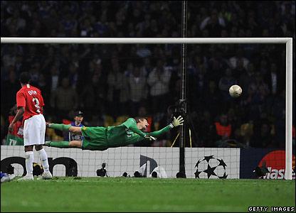 Qui va gagné la Champions League 2008 ??? _44678468_drogbashot2_getty416