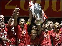 مانشستر يونايتد يفوز بدوري ابطال اوروبا بعد دراما كروية _44678878_uefa00