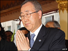 UN Secretary General Ban Ki-moon at Shwedagon Pagoda