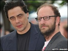 Director Steven Soderbergh and actor Benicio Del Toro attend a photocall in Cannes