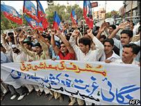 Protesta en Karachi por la subida de los precios en los alimentos.