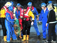 Arnold and rescuers: Picture Terry Barnecutt