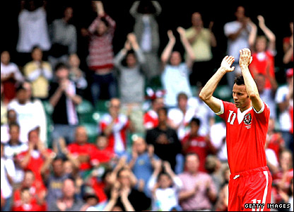 Ryan Giggs leaves the field against the Czechs
