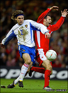 Ryan Giggs and Russia's Vadim Evseev clash