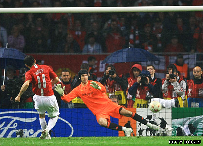Ryan Giggs scores in the Champions League penalty shoot-out