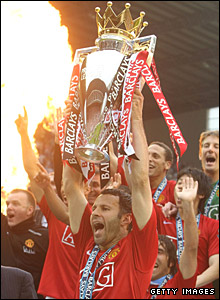 Ryan Giggs lifts the Premiership trophy