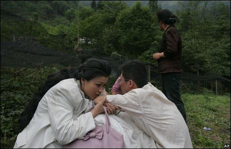 Bride and groom at their wedding in Pengzhou