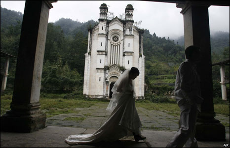 Bride at her wedding in Pengzhou